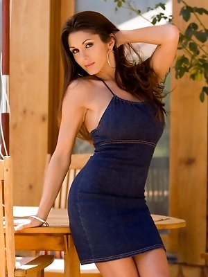 Taya Parker strips off a denim skirt to show off her stunning naked curves and huge DD boobs as she settles into a patio deck chair to enjoy the great